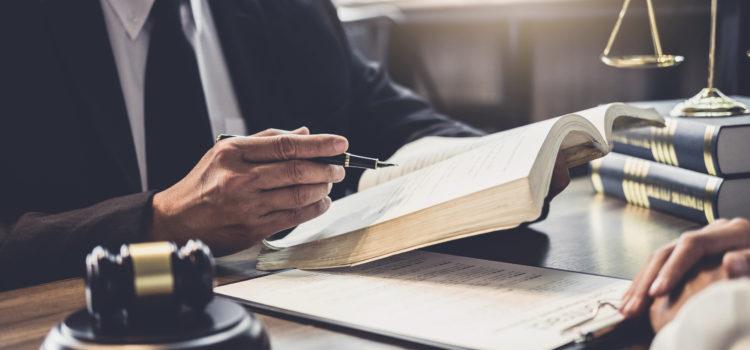 Cassazione Penale, Sez. 7, 17 aprile 2019, n. 16715 – Infortunio sul cantiere per la posa di cavi di fibra ottica. Attestato di formazione falso